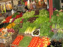 Nella dieta iperproteica è bene inserire tanta acqua e frutta e verdura